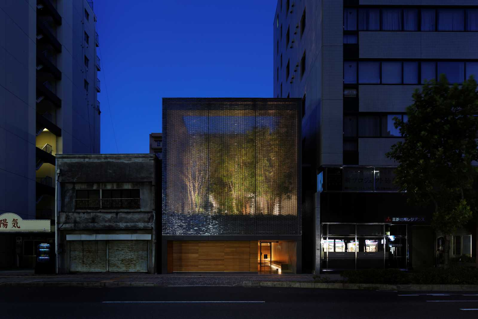 optical glass house by hiroshi nakamura nap architects. Black Bedroom Furniture Sets. Home Design Ideas