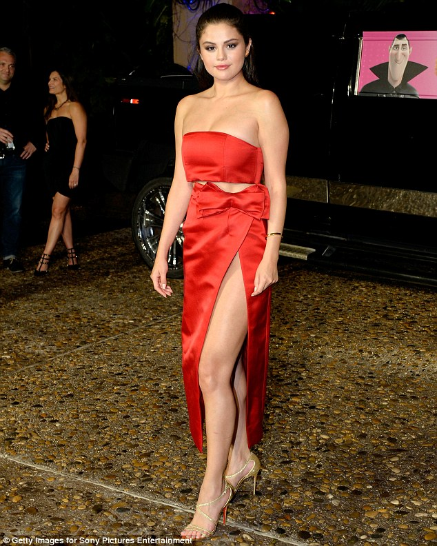 Selena Gomez puts legs and curves on display at the 'Hotel Transylvania 2' Mexico photocall