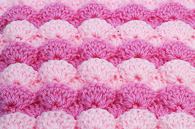 1 - Foto de punto a abanicos en reliave a crochet. Majovel crochet.