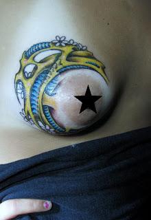 Tatuajes en los senos