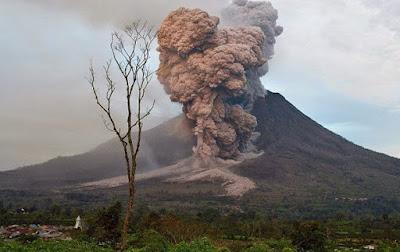 Bencana Gunung meletus di Indonesia - berbagaireviews.com
