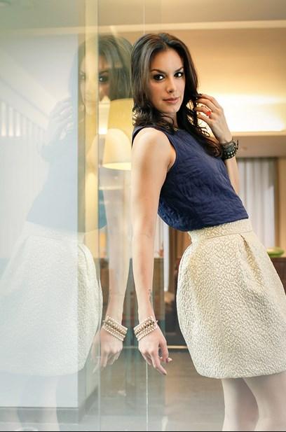 Foto Wajah cantik model Igo Artis Cantik Sophia Latjuba paha mulus gallery