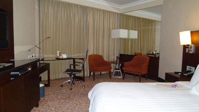 La amplia habitación de la suite