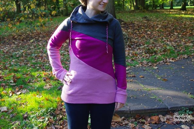 Frau mit Hoodie Shirt Lady Rockers schräg geteilt Rosa Pink Grau  mit Kragen Schnittmuster von Mamahoch2 selbst genäht Damen Sweatshirt  Fleece Pullover 1