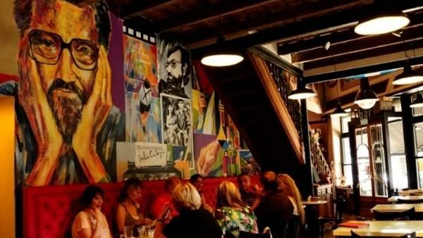 Visiten en buenos aires el primer caf tem tico sobre for Marmol color cafe