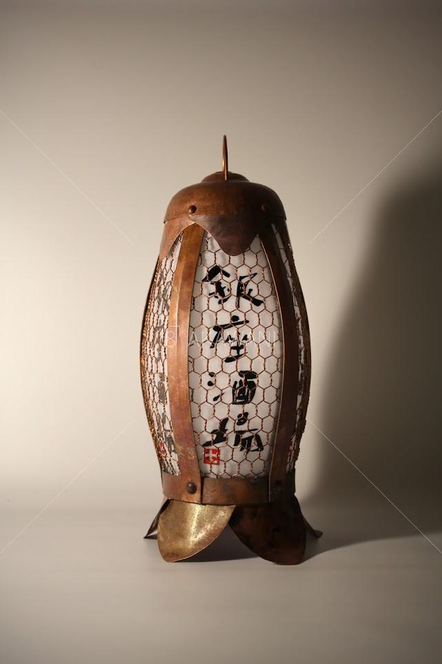 釣燈籠 蛍袋 ホタルブクロ 店名の銀座酒場を灯り障子に名入れしてある。
