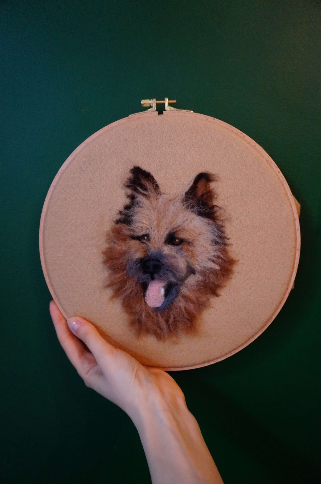 Portret psa filcowany na płasko