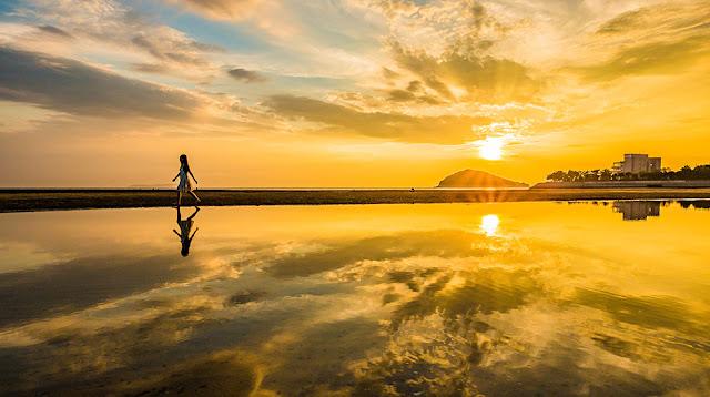 Swan ice shaver 極致鵝絨日式刨冰 鵝絨雪花冰 #療癒系冰品 #海邊有間鵝絨冰店 日本版天空之鏡位於日本香川縣三豐市的「父母濱」,傍晚時刻-swan-kakigori-summer-beach-KAKIGORIcafeHimuro-Chichibugahama-AFTERNOON
