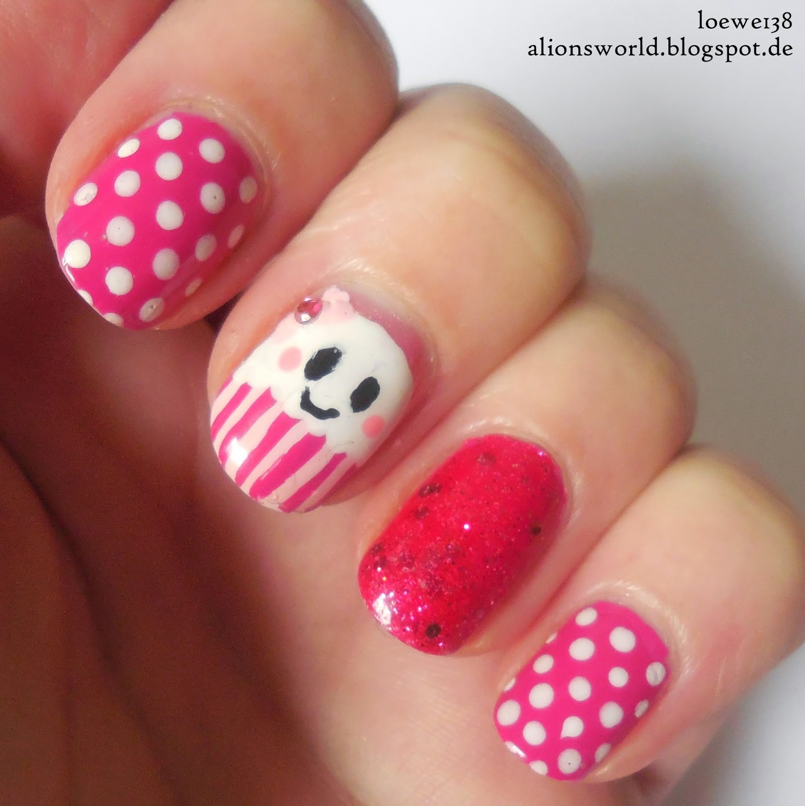 http://alionsworld.blogspot.com/2015/01/sweet-cupcake.html