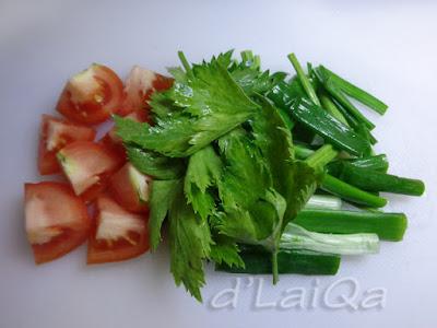 tomat, seledri dan daun bawang