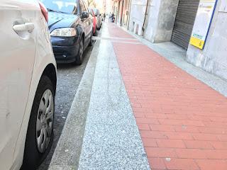 Ruedas pinchadas en la calle Arana