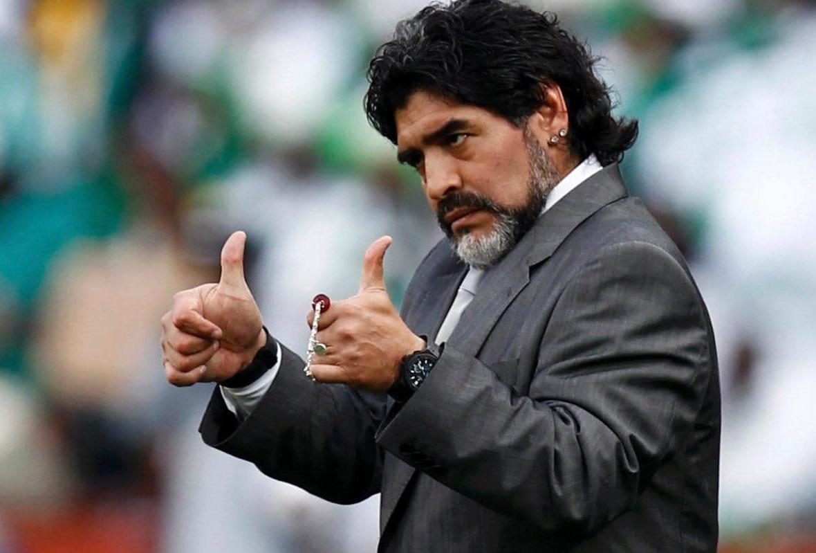 Maradona felicita a Almeyda por el título.