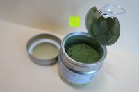 Dose öffnen: Bio Matcha Tee von Teelirium | Silk Basic | Hochwertiges Matcha Tee Pulver aus Japan in Bio Qualität | 30g Aromaschutzdose | Ideal für Starter | Vegan | Vakuumverpackt | Beste Qualität von Teelirium (Matcha seit 2004)