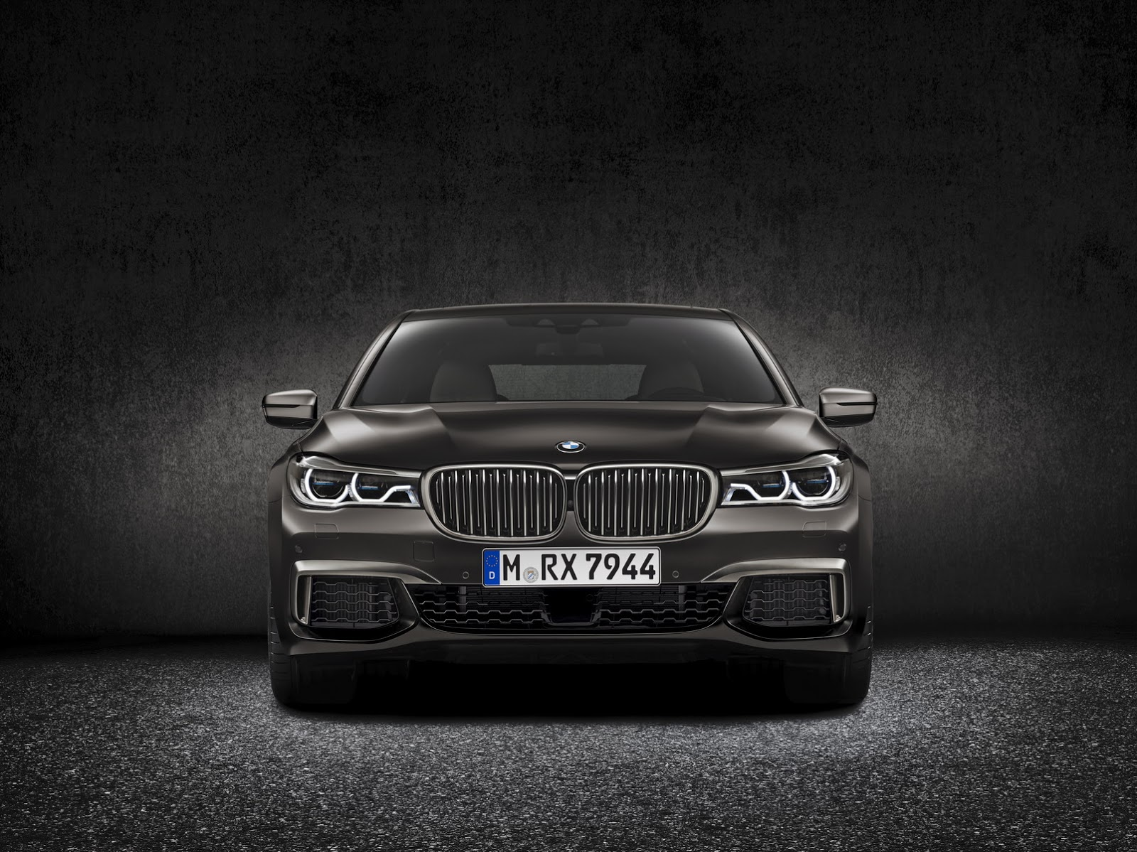 New Bmw M760li Xdrive Gets Massive 6 6 Liter V12 Turbo