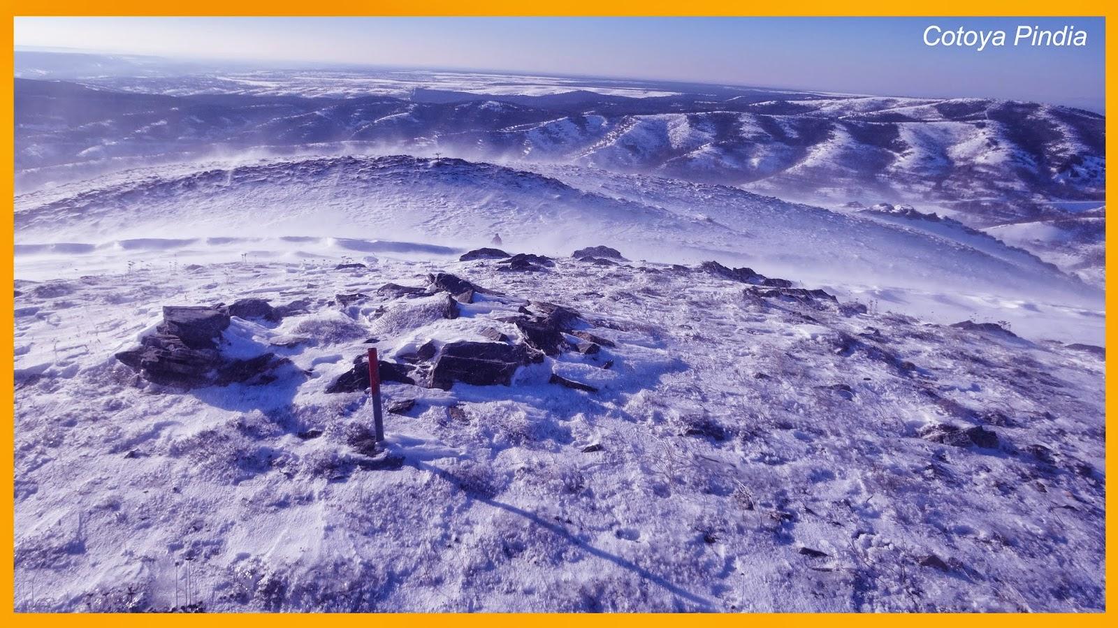 Cumbre del Pico Fontañán con viento y nieve.