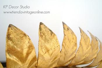 Espejo metálico con hojas metálicas. espejos sol vintage