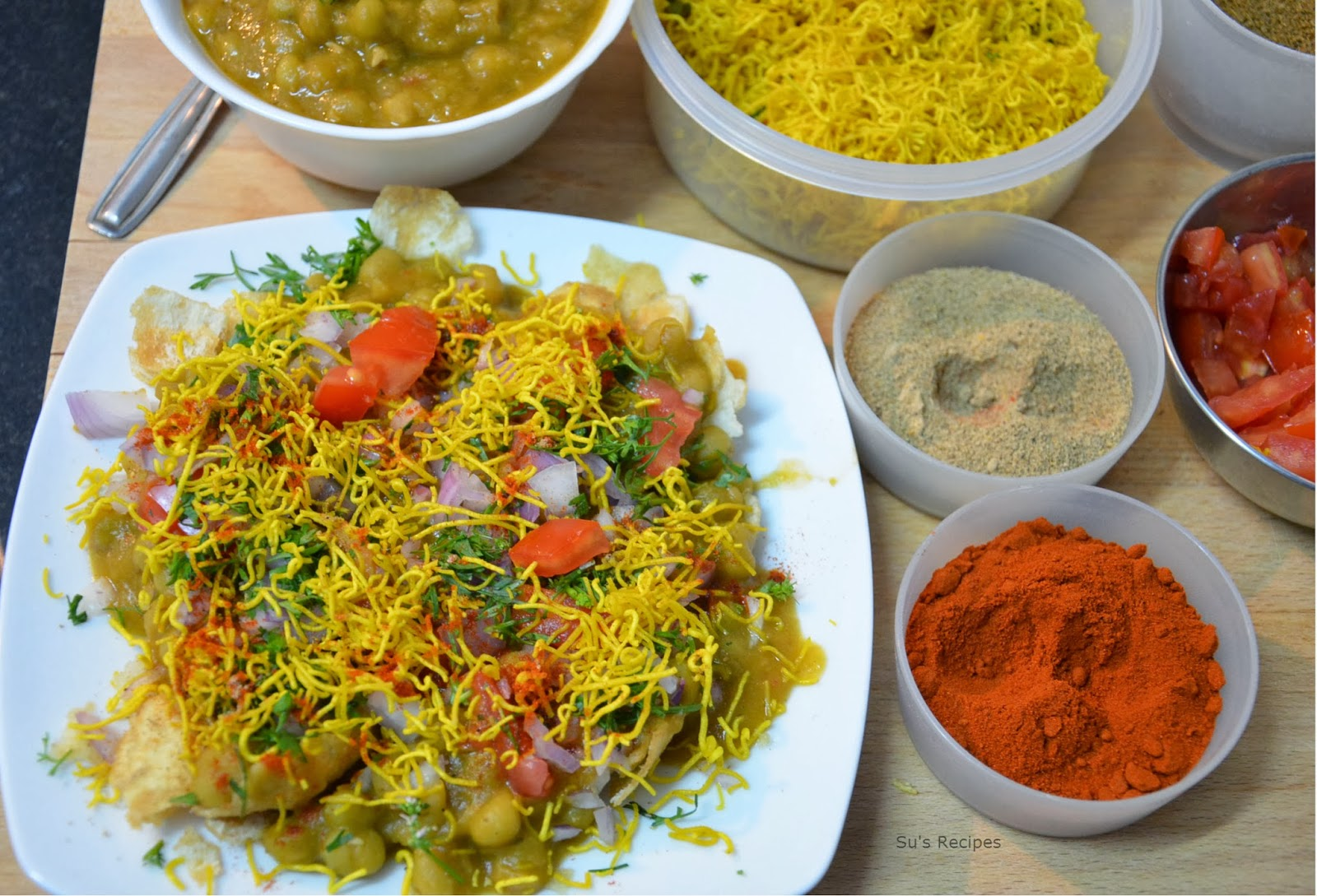 how to make masala puri chaat, how to assemble chaats, masala puri recipe