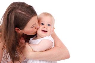 Mengatasi bayi susah BAB dengan probiotik terbaik