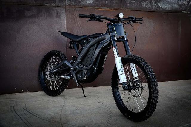 Luna Sur-Ron electrica es equiparable a una moto de 100cc