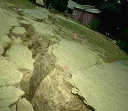 Both sides of fault is grinded during earthquake
