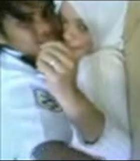 Bokep Indo Anak Sekolahan Dengan Pak Satpam | PornBet