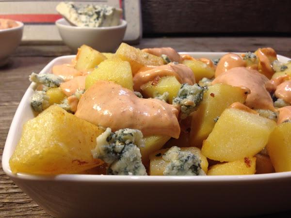 Картофи соте със синьо сирене