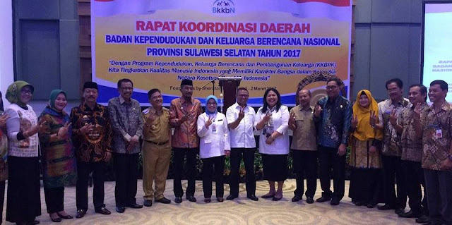 Sukses Program KB, Wali Kota Palopo Terima Penghargaan BKKBN