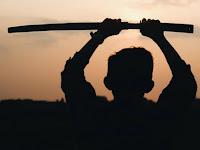 Nabi yang Hunus Pedang dan Hendak Membelah Bayi menjadi Dua Bagian