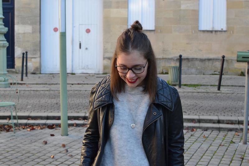 perfecto noir Isabel Marant, pull gris H&M, collier l'atelier d'amaya