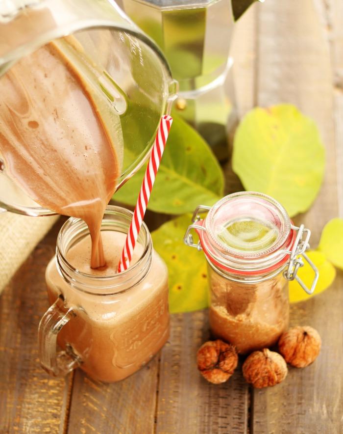 Kakaowo-kawowe smoothie z masłem orzechowym i kaszą jaglaną