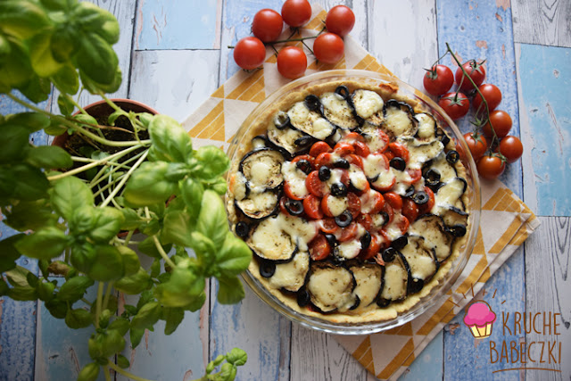 Tarta z tuńczykiem, bakłażanem i pomidorami