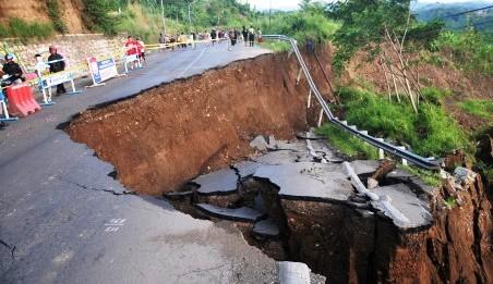 Makalah Bencana Alam Tanah Longsor Personal Blog