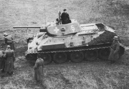 Советский танк Т-34 захваченный немцами