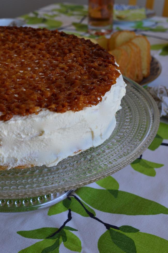 pitsikakku, täytekakku, makea leivonnainen
