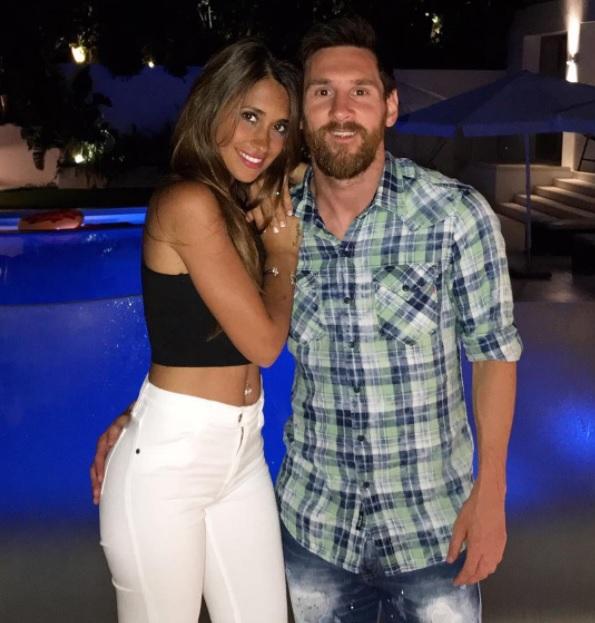 Messi, Antonella y la mano indiscreta