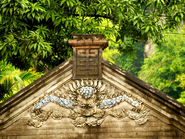Tímpano decorado con dragón, Pagoda Thay