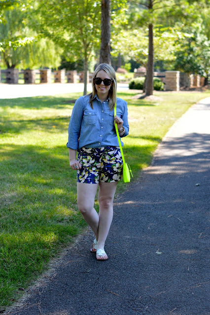 chambray-shirt-shorts-outfit