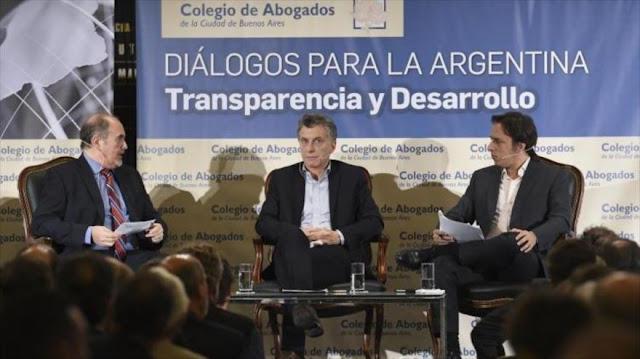 Macri amenaza a jueces con despido para presionar a kirchneristas