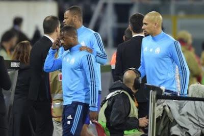UEFA Europa League: Arsenal through, Everton out, Evra in karate kick red card