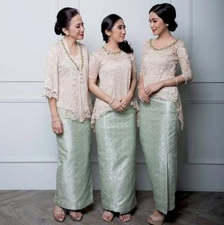 rok span dan baju batik