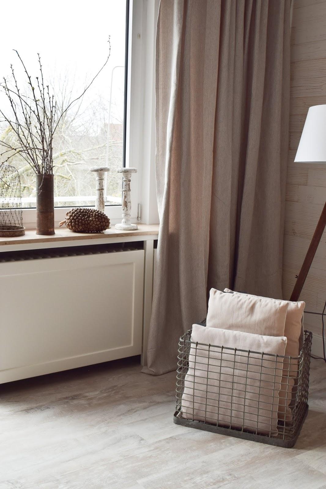 Wohnzimmer Dekoidee  Holz Wandwood Verkleidung Heizkörper Verschönerung Deko Einrichtung Renovierung renovieren DIY Selbermachen einrichten Vorhang Vorhänge