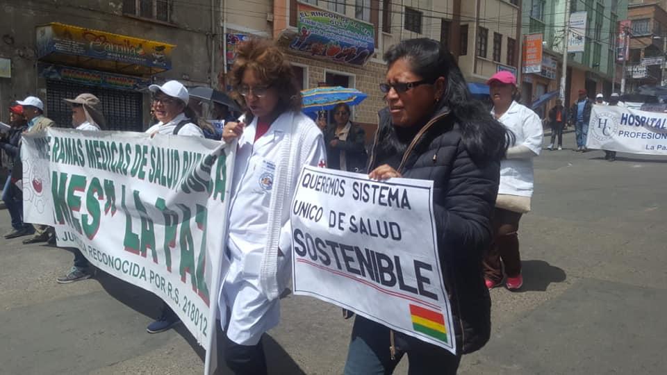 Una masiva marcha de médicos y otros sectores paralizó a La Paz el mediodía de este lunes / FACEBOOK SIRMES LA PAZ