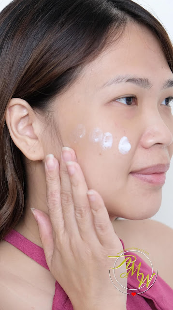 a photo on how to apply Innisfree Daily UV protection essence sensitive SPF50+ PA++++ 50ml review by Nikki Tiu of www.askmewhats.com