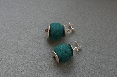 kolczyki z filcu filcowa biżuteria netstylistka blog biżuteryjny Swarovski kolczyki handmade
