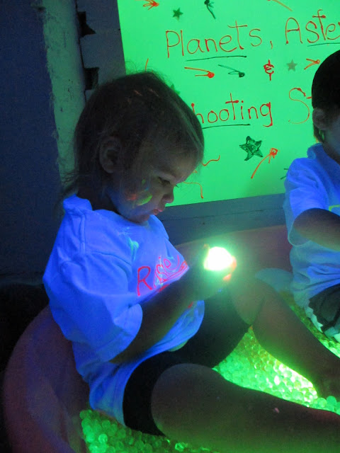 blacklight play glowing water beads