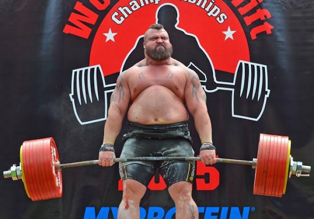 Primer hombre en levantar 500 kg casi muere en el intento