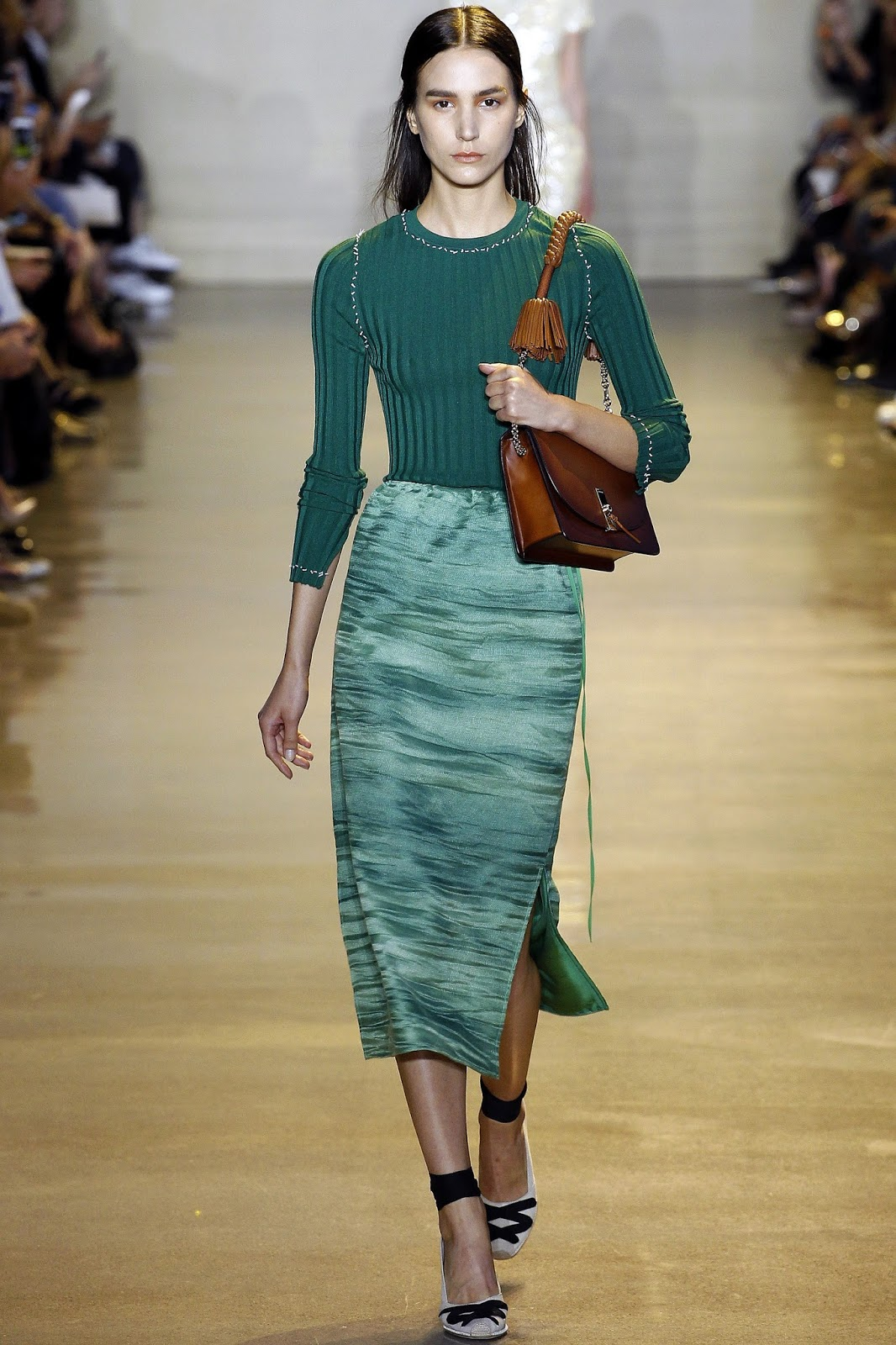 Pantone colour report & spring summer 2016 fashion trends / green flash at Altuzarra Spring/Summer 2016 via www.fashionedbylove.co.uk British fashion & style blog
