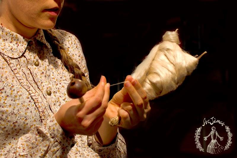 laboratorio ArJànas filando la seta