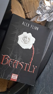 http://booksandmyrabbits.blogspot.de/2017/02/rezension-beastly.html