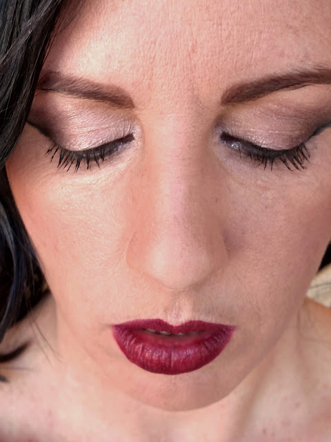 eyeshadow with dark outer corners & red lipstick